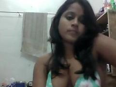 Desi girl seducting infront of cam