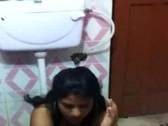desi girl piss in toilet