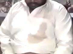 pakistani uncle shows lund on request.MP4